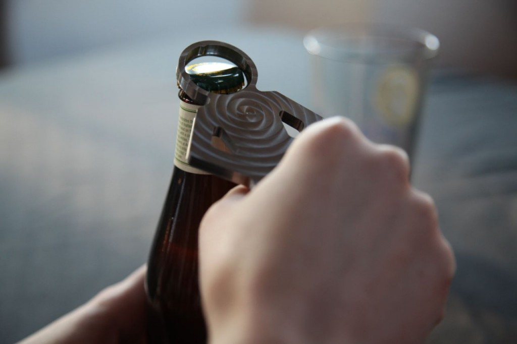 bottle-opener-use2